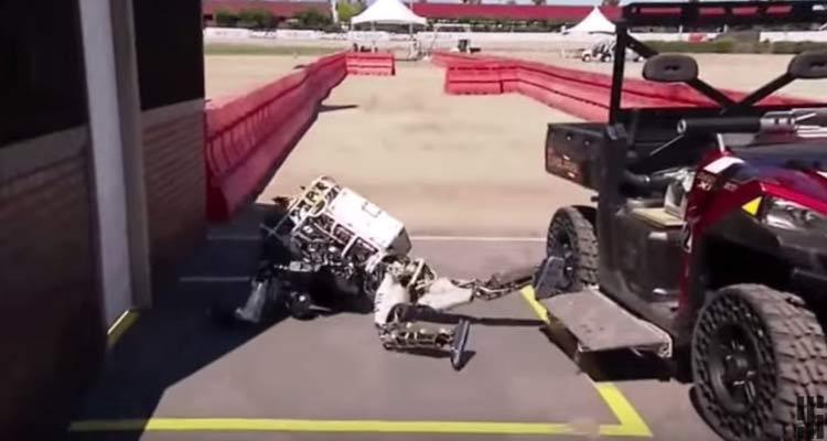 Diviértete con esta curiosa recopilación de caídas de robots