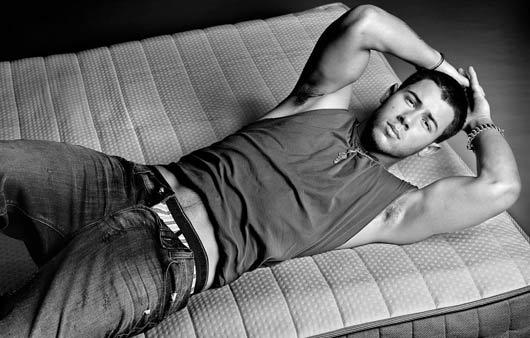 Nick Jonas desnudo