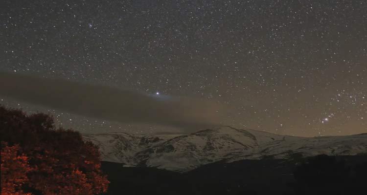 Así de espectacular es el cielo de Sierra Nevada de noche