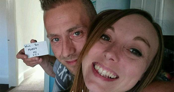 Un hombre le pidió matrimonio a su novia durante 148 veces