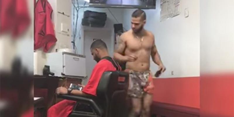 Ojalá todos trabajáramos con las mismas ganas y alegría que este barbero